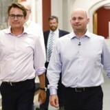 Søren Pape ankommer med Brian Mikkelsen til gruppemøde hos de Konservative.