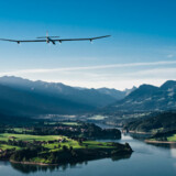 Solar Impulse er et langdistancefly drevet af solens stråler. Flyet er skabt af schweiziske Andre Borshberg og Bertrand Piccard, med støtte af blandt andre Deutsche Bank, Omega og Solvay Idustrial group. Flyet, der her ses i Schweiz, har et vingefang på 63,8 meter, så stor som en Airbus A340.