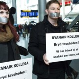 Onsdag var der demonstranter samlet i lufthavnen, som har uddelt flyers med slogans mod Ryanair, der ikke vil indgå overenskomst med de danske fagforeninger.