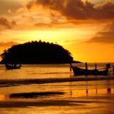 Brug Google, hvis du lynhurtigt vil have et overblik over vejrudsigten for fx Phuket; se nedenfor hvordan. Her er det solnedgang ved Kata Beach.
