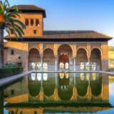 Alhambra i Granada, Spanien, ligger på en 8.-plads med over 3 millioner besøgende om året.