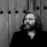 Søren Huss er en stærk sanger og sangskriver, og det viser sig flere steder på »Oppefra & Ned«.