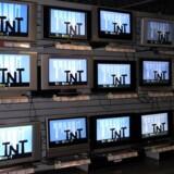Efterspørgselen på fladskærme er enorm, og det kniber for producenterne at følge med. Derfor går de nu sammen. Foto: Colourbox
