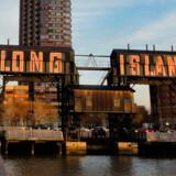 Gantry Plaza State Park i Long Island City har den bedste udsigt til Manhattans skyline.