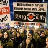 Anti-Pegida-demonstranter på gaden i Leipzig 12. januar.