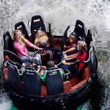 Et besøg i Legoland er sjovt for alle i familien. Her er det den populære forlystelse, Vikings River Splash.