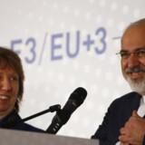 Det blev ikke til nogen aftale i denne omgang af atomforhandlingerne mellem Iran og de fem faste medlemmer af FNs Sikkerhedsråd samt Tyskland. Parterne nåede dog til enighed om at give sig sig selv en ny frist til at få løst den 12 år gamle hårdknude. Her er det den iranske udenrigsminister og EUs udsending Catherine Ashton, som møder pressen efter mandagens tovtrækkeri i Wien.