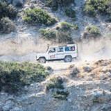Mange folk vælger at fræse de cypriotiske grusveje tynde på motocross. Desværre vælter turisterne ofte på de stejle veje, fortæller guiden George Ioakim.