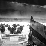 For 69 år siden krydsede 160.000 allierede soldater den Engelske Kanal, i det der skulle blive den største amfibie-invasion verden nogensinde har oplevet. Se billederne fra den skæbnesvangre dag.