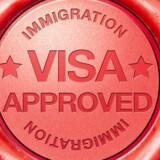 Regeringen vil gøre det nemmere at få visum til Danmark, med en såkaldt »Red Carpet«-ordning. Det skal gøre det nemmere for bl.a. asiatiske virksomheder at gøre forretning i Danmark.