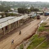 En FN-soldat er bland de mindst 30 mennesker, der har mistet livet i kampe i DR Congo.