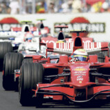 VALENCIA: For tredje år i træk er der Formel 1 Grand Prix i tre dage i byen. De deltagende biler skal køre 57 omgange på den dramatiske bane, hvor de bl.a. skal krydse en kanal, men også har lige strækninger langs havnen.