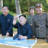 ARKIVFOTO: Kim Jong-un inspicerer testen af Nordkoreas mellemdistance-missil Pukguksong-2.
