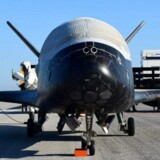 Det amerikanske luftvåbens hemmelige X-37B-fly landede med et øredrøvende brag søndag. Her står det på Kennedy Space Center efter landingen. Foto: Det amerikanske luftvåben/Reuters/Scanpix