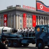 Nord-Korea har fremvist et nyt langtrækkende missil i anledning af landets grundlægger, Kim Il-Sungs, 105-års fødselsdag. Dansk ekspert mener at der i højere grad er tale om en fejring, end en trussel mod omverden.