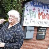 Mandag var ældreminister Thyra Frank på endnu et inspirationsbesøg hos et plejehjem. I alt har hun været på 60 af den slags besøg, men hun burde hellere får lavet noget politik, mener Dansk Folkeparti.