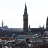 Københavns tage med Rådhuset i midten