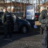 Tirsdag blev en betjent skudt ved Københavns Vestegns Politis politigård. Onsdag eftermiddag er betjenten afgået ved døden.