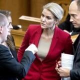 Helle Thorning-Schmidt i snak med Finansminister Bjarne Corydon (S), Pia Olsen Dyhr (SF) og politisk ordfører Magnus Heunicke (S).