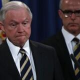 »Med denne afgørelse har distriktsdomstolen fejlagtigt erstattet nationale sikkerhedsbestemmelser for den udøvende magt med sine politiske præferencer i en tid med alvorlige trusler,« siger justitsminister Jeff Sessions ifølge AP.
