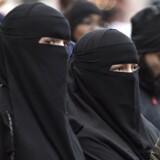 Regeringen og Socialdemokratiet er nu enige om et tildækningsforbud, der vil forbyde burka og niqab i det offentlige rum. Forbuddet har været længe undervejs. Her ses kvinder til den demonstration mod forbuddet, der blev afholdt 15. oktober 2017 på Den Røde Plads på Nørrebro i København.