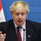 Udenrigsminister Boris Johnson kalder det overvejende sandsynligt, at præsident Vladimir Putin besluttede at bruge nervegift i britisk by, skriver Reuters. / AFP PHOTO / Attila KISBENEDEK