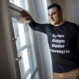 Naser Khader iført t-shirt med teksten: Syrien Aleppo Bløder #savesyria