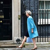 Theresa May ankommer til Downing Street 10 den 27. juni.