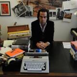 Nick Cave fotograferet i hjemmet i Brighton i 2012. For første gang har han givet interview om sin søns død ved en ulykke i 2016.