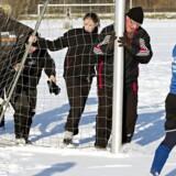 126.000 danskere bruger 17,6 millioner timer om året på at hjælpe til som bl.a. trænere, holdledere og dommere i landets fodboldklubber, viser ny DBU-undersøgelse.