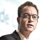 Regeringens miljø- og fødevareminister Esben Lunde Larsen (V) fik tirsdag en næse i den såkaldte kvotekongesag.