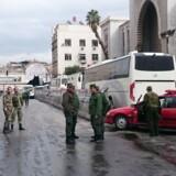 Syriske sikkerhedsstyrker har afspærret område, hvor en selvmordsbomber har dræbt mindst 25 personer i en retsbygning, skriver det syriske nyhedsbureau Sana. Scanpix/Stringer