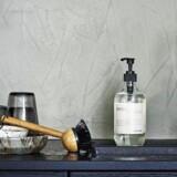 Du har opvaskemiddel og -børste liggende fremme altid, så investér i pæne versioner. Her er det fra Meraki. Fotos: PR