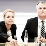 Arkivfoto: Udlændinge- og integrationsminister Inger Støjberg i samråd i Folketingets Indfødsretsudvalg. Til højre ses DF's indfødsretsordfører Christian Langballe.