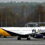 Monarch Airlines sættes under administration. 110.000 passagerer er strandet og 300.000 rejser er aflyst.