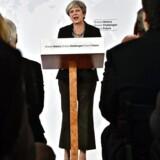 Theresa May under sin tale i Firenze - nu er den britiske regering blevet enig om den laveste fællesnævner i et udspil i forhandlingerne, men det bringer ikke et gennembrud i forhold til de andre EU-lande nærmere.