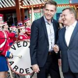 Stemningen var god, da Lars Løkke Rasmussen og Kristian Thulesen Dahl forleden mødtes til premieren i Cirkusrevyen - men på Christiansborg kniber det i den grad med at finde melodien.