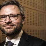 Cheføkonom hos Danske Bank Las Olsen opridser de to vigtigste konsekvenser regeringens opgivelse af en højere pensionsalder medfører.