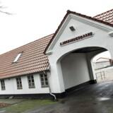 Siden oprettelsen af Udrejsecenter Kærshovedgård i Midtjylland for to år siden er der registreret 10.057 overtrædelser af meldepligten, oplyser Midt- og Vestjyllands Politi.