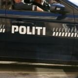 Betjente fra Københavns Politi efterforsker søndag et overfald med kniv på gaden. Free/Colourbox/arkiv