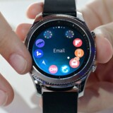 Smarture lokker ikke pengene ud af folk. Samsung, der er verdens tredjestørste smarturproducent, fremviste i august sit nye Gear S3-ur på Europas største forbrugerelektronikmesse, IFA, i Berlin, men det er endnu ikke kommet i handelen. Arkivfoto: Tobias Schwarz, AFP/Scanpix