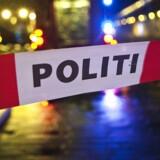 Tre unge mænd blev natten til lørdag stukket med kniv under et opgør mellem to grupperinger ved Rådhuspladsen i København.
