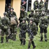 En oversergent i Forsvaret blev tidligere på året som led i en gidseløvelse placeret i belastende stillinger på et hårdt og koldt stengulv i 15 timer med hætte over hovedet og håndjern på ryggen - ARKIVFOTO 2015 af Forsvarets militærøvelse i Finderup ved Viborg -