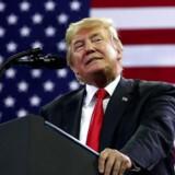 USAs præsident, Donald Trump, har taget en uortodoks ledelsesstil med sig ind i Det Hvide Hus. Kritikere siger, at det er svært at få øje på en politisk linje. Andre mener, at man må vente og se på de politiske resultater, som hans politiske manøvrer skaber. Foto: Jonathan Ernst.