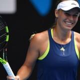 Caroline Wozniacki har vundet fem gange i syv indbyrdes opgør mod Carla Suárez Navarro, der er modstanderen i tirsdagens kvartfinale. Scanpix/Greg Wood
