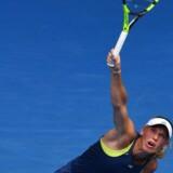 Caroline Wozniacki har fået sin serv til at fungere, og den virkede også upåklageligt mod den slovakiske modstander.
