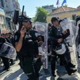 Danske Annemette var blandt de anholdte, da tyrkisk politi søndag slog til mod Pride-paraden. Hun siger, at hun blev bedre behandlet end de fleste, fordi hun var udlænding. Scanpix/Yasin Akgul