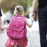Arkivfoto. Flere skoler har problemer med forældre, som bliver hængende og forsinker timens start, efter klokken har ringet.
