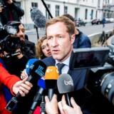 Paul Magnette, der er regeringschef i Belgiens fransktalende region Vallonien, svarer på spørgsmål efter et møde med den nationale belgiske regering mandag den 24. oktober. Magnette og Vallonien, der har 3,6 millioner indbyggere afviser fortsat at sige ja til EUs frihandelsaftale med Canada, og derfor kan Belgien ikke underskrive den. / AFP PHOTO / BELGA / LAURIE DIEFFEMBACQ / Belgium OUT