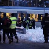 En skifestival ved Holmenkollen nordvest for Oslo har udviklet sig temmelig kaotisk, og politiet har fået travlt med at bringe ro på en stor menneskemængde.